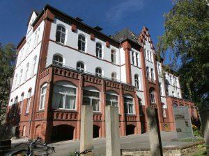 """Das 1902 erbaute ehemalige Mädchenhaus, heute """"Haus der Hoffnung"""", 2018. Foto: Oskar Pohlmann"""