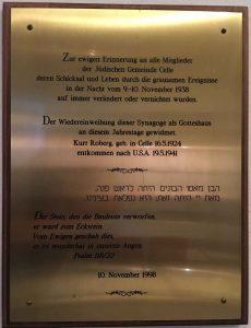 Gedenktafel zur Erinnerung an die jüdische Gemeinde im Vorraum der Synagoge in Celle. Foto: Foto: Johannes Geisel